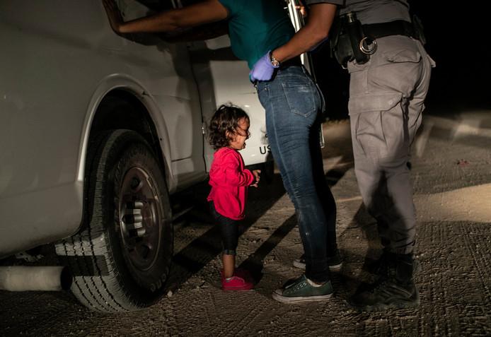 Yanela Sanchez bij de Mexicaanse-Amerikaanse grens.