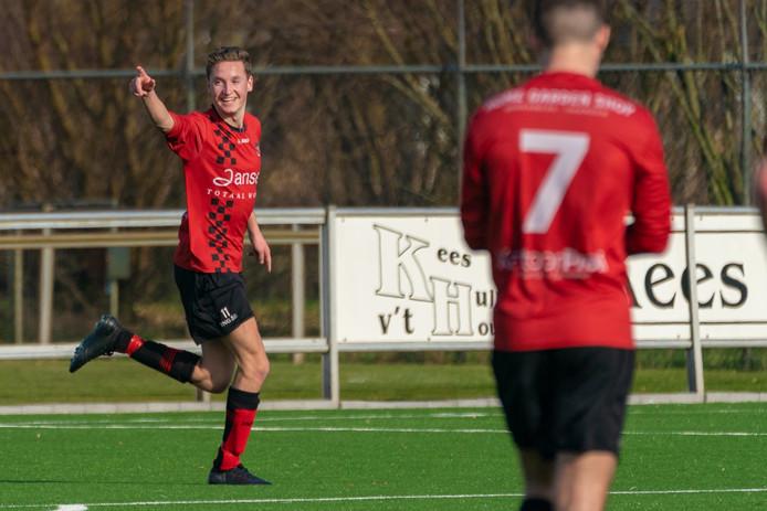 Topscorer Dennis Knuiman viert een van zijn treffers voor SC Bemmel.