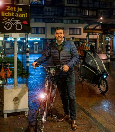 Eén op de drie Haagse fietsers gebruikt geen fietsverlichting: 'Levensgevaarlijk, zet je licht aan'