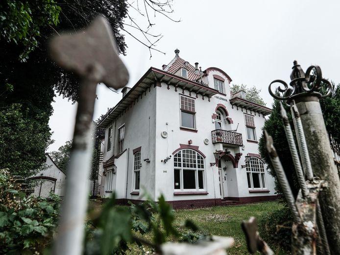 Villa 't Veldhoen staat te koop voor 750.000 euro.