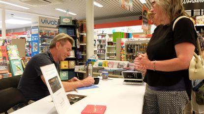 Paul Michiels, net 70, signeert boek in geboortedorp