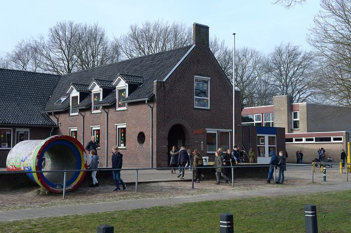 De basisschool in Overloon blijft op deze plek, wat het schoolbestuur betreft. Er komt nieuwbouw.