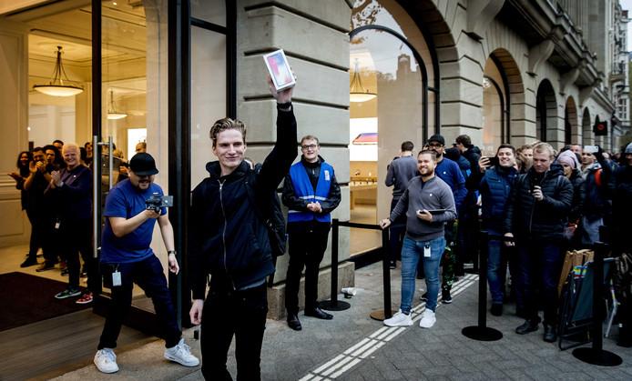 Rico kocht vanochtend als eerste de iPhone X.