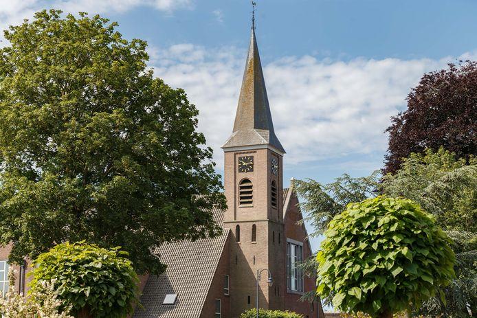 De kerktoren van de hersteld hervormde kerk in Staphorst.