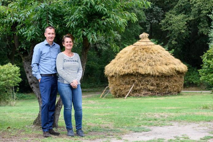 Marius Ponten en zijn vriendin bij Korenmijt die ze samen hebben gemaakt.