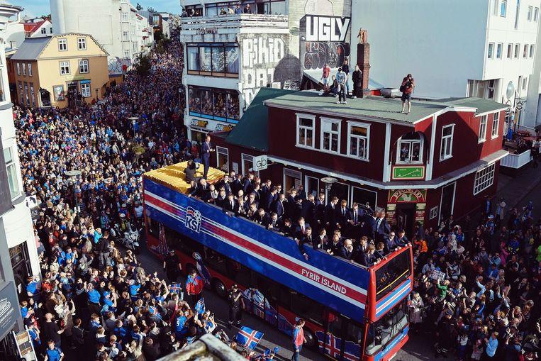 IJsland wordt thuis onthaald in Reykjavik na het EK. Beeld EPA