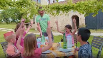 Papa Pieter-Jan is jarig en daar hoort een feestje met de kinderen bij