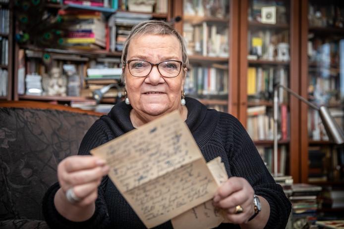 Aranka Wijnbeek uit Zwolle toont een brief van haar Hongaarse oma aan Aranka's moeder Julia die in 1920 met een trein van het Rode Kruis naar Kampen kwam. Daar werd ze opgenomen in een pleeggezin. Aranka wil graag meer weten over haar Hongaarse roots.