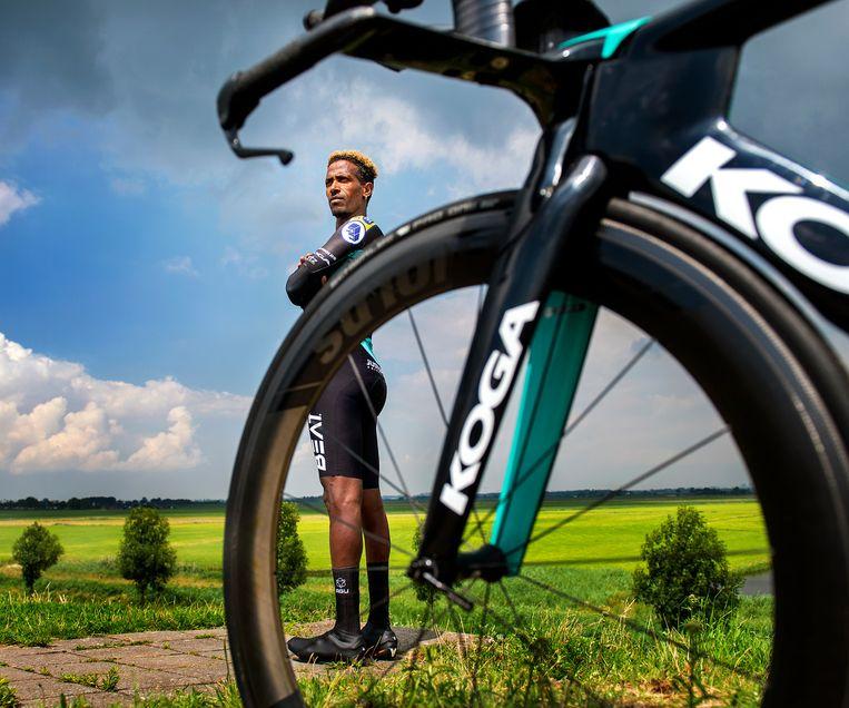 Daniel Abraham winnaar de wegrace tijdens de Paralympische Spelen in Rio de Janeiro. Hij reed mee in Rio vanwege een gebrek aan zijn rechterbeen.   Beeld Klaas Jan van der Weij