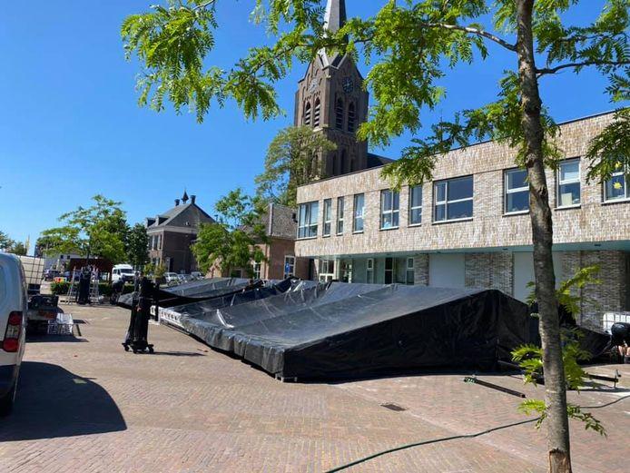 Herberg d'n Brouwer bouwt een flink terras voor kindcentrum De Morgenzon.