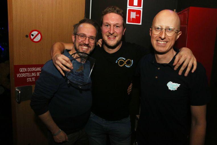 Prins Wouter met producer Christophe Severs en tekstschrijver Sonny Vanderheyden in de coulissen van 't Vondel na de overwinning.