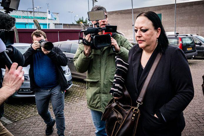 Advocaat Inez Weski verlaat de extra beveiligde gevangenis in Vught. Ze zal haar cliënt Ridouan Taghi bij staan in zijn proces.