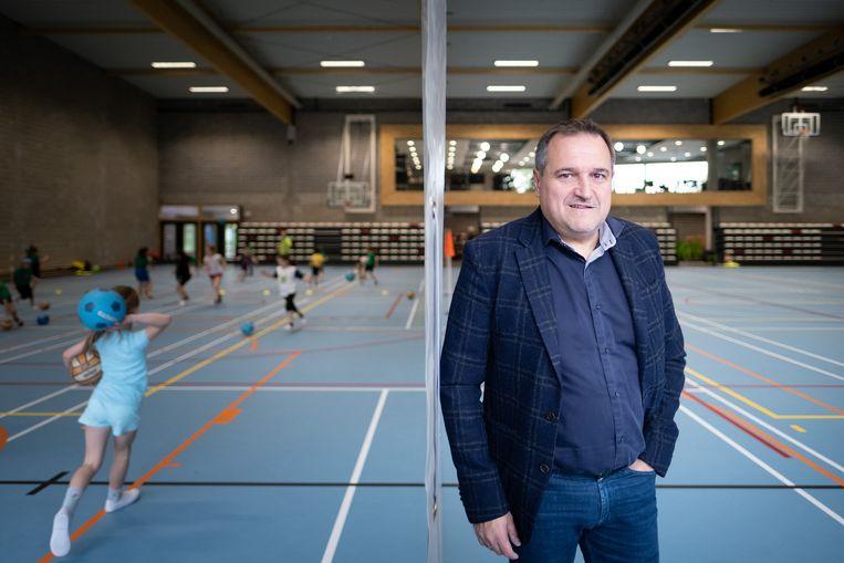 Schepen van Sport Ivo Andries in de gloednieuwe Sporthal Stadspark.