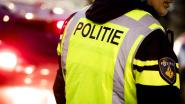 Jongetje in luier alleen op straat, moeder haalt hem op bij politie