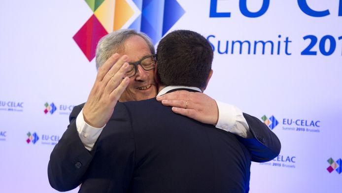 Europese Commissievoorzitter Jean-Claude Juncker begroette Alexis Tsipras hartelijk.