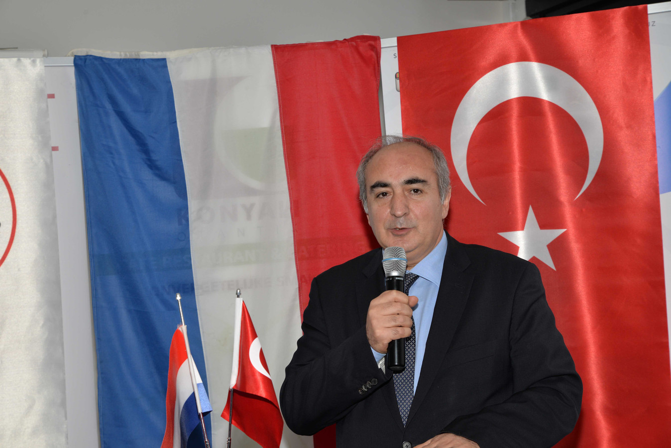 Turkse ambassadeur den haag al maanden topadviseur erdogan for Turkse reisbureau den haag