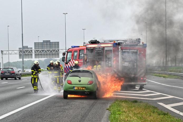 De autobrand op de A16 bij Breda.