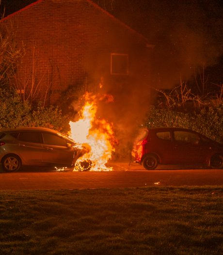 Verzekeraars melden recordaantal autobranden in Gelderland, aantal in Overijssel en Flevoland daalt licht
