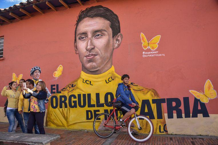Afbeelding van Tourwinnaar Egan Bernal in zijn geboorteplaats Zipaquira in Colombia. Beeld null