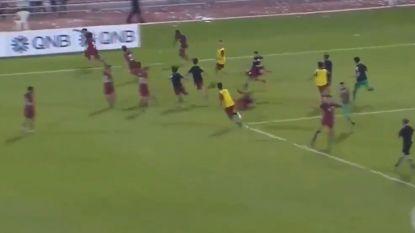 VIDEO: Keeper krijgt rood in strafschoppenserie, maar wat daarna gebeurt slaat werkelijk alles