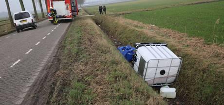 Meer dan 100 vaten met drugsafval aangetroffen in Zegge, aantal lekt