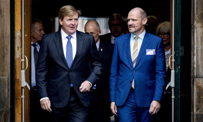 Koning Willem-Alexander woont de viering bij van het 50-jarig jubileum van Rutgers in de Nicolaikerk.