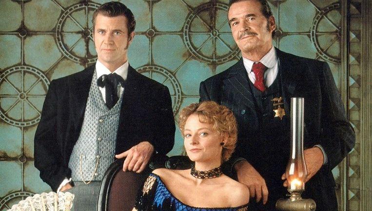 Mel Gibson, Jodie Foster en James Garner in Maverick. Beeld null