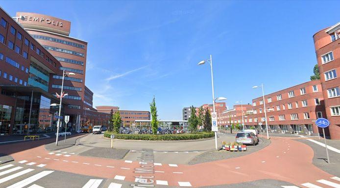 De beroving vond plaats bij het Piet Mondriaanplein aan de achterzijde van het station.