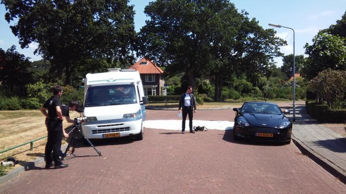 Job van der Wal, Rinke Slump en 'Tim Kruis' tijdens de opnamen van de actiefilm 'Mission Sol(ve)d'.