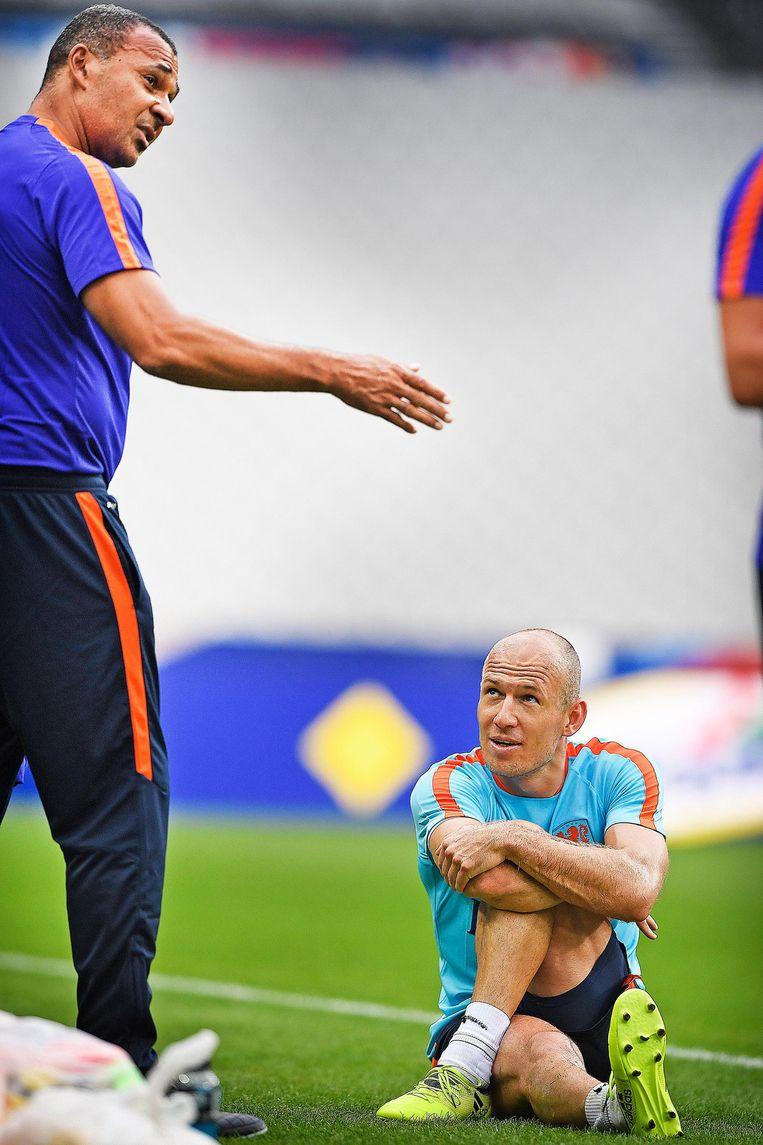 Ruud Gullit en Arjen Robben woensdag tijdens een training in Parijs. Beeld Guus Dubbelman / de Volkskrant