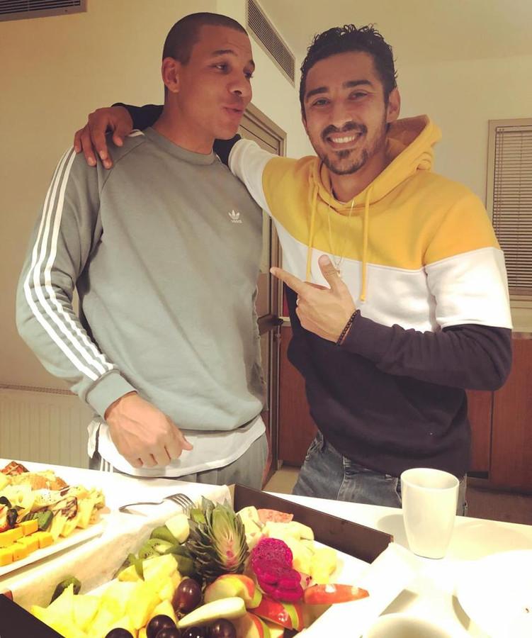 """Reza Ghoochannejhad op Cyprus bij teamgenoot Boy Waterman thuis. ,,Hij heeft ook een paar keer bij mij thuis gegeten, omdat hij aanvankelijk nog alleen was."""""""