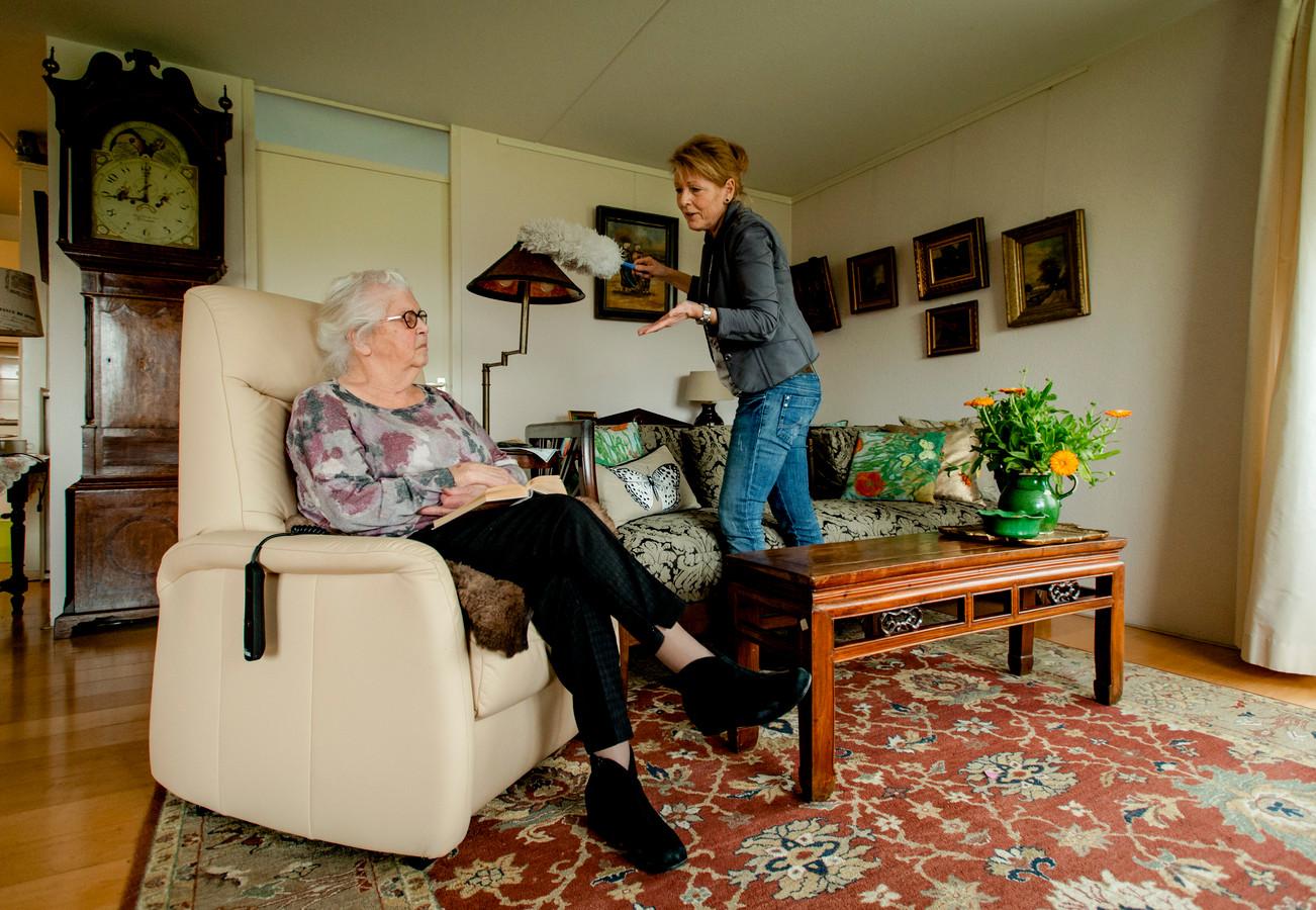 Krijgen ouderen straks nog de hulp die ze nodig hebben of worden ze aan hun lot overgelaten in een vies huis?