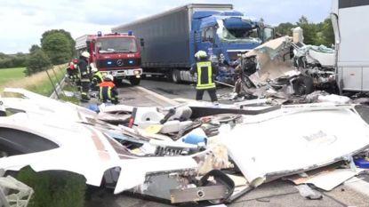 Trucker rijdt in op mobilhome van Vlaams gezin: vader sterft, moeder en zoon in coma