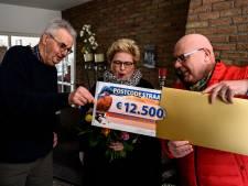 Bewoners Overcinge Almelo dolblij met straatprijs PostcodeLoterij