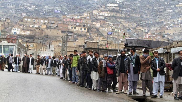 Lange rij voor het stembureau in Kabul. Beeld ap