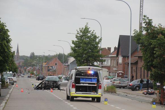 De aanrijding gebeurde op de Oudenaardsesteenweg in Bambrugge (Erpe-Mere) ter hoogte van bakkerij Lieven naast de garage van Opel.