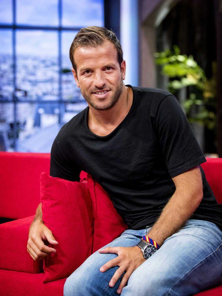 Rafael van der Vaart op de bank tijdens de eerste uitzending van NOS Studio France. Beeld anp