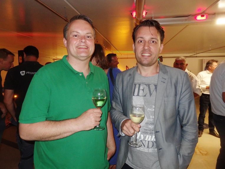 Eelco Huizinga en Jan-Bert Vroege van D66. 'Een garage is mooi, nu nog de openbare ruimte. Dat is de volgende opdracht' Beeld Schuim