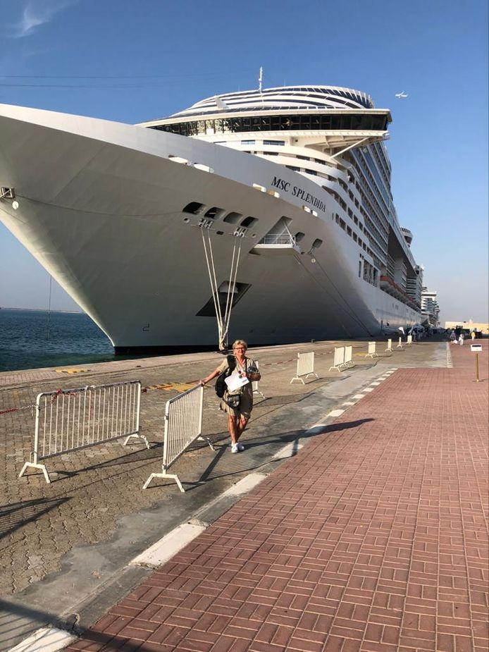 Marijke Pijnenburg uit Den Bosch voor het cruiseschip MSC Splendida toen het nog aan wal lag