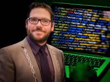Burgemeester Lochem na aanval: 'Geen flauw benul waar hackers op uit waren'
