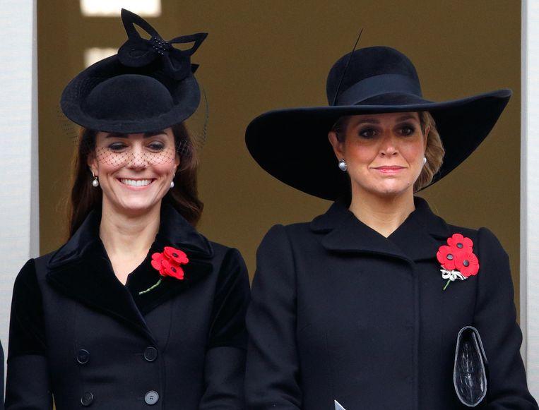 Catherine, de echtgenote van prins William, en koningin Máxima wonen in 2015 in Londen de Remembrance Sunday Service voor oorlogsdoden bij. Beeld Getty Images