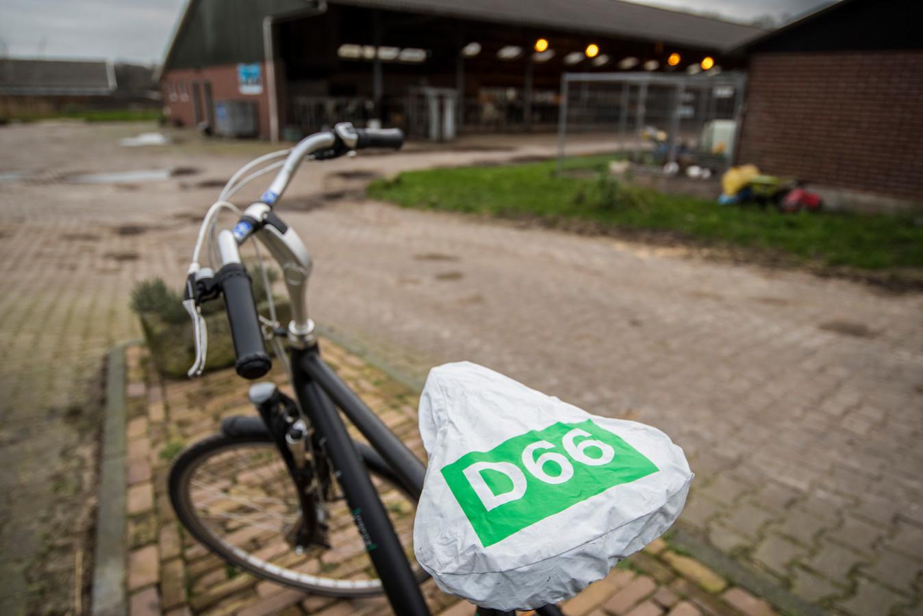 Vrije Foto 20200214  Enschede D66 op de fiets langs de boer editie:Vrij Foto Foto Reinier van Willigen RVW20200214