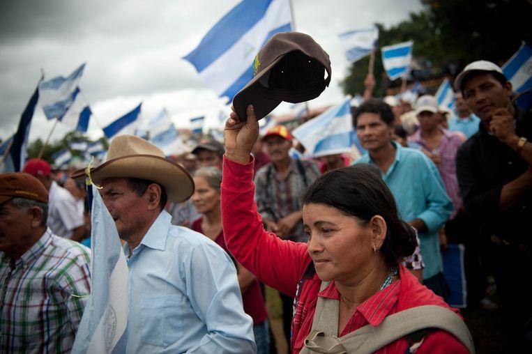 Een demonstratie tegen de aanleg van het kanaal in Nueva Guinea. Beeld Michele Sennesael