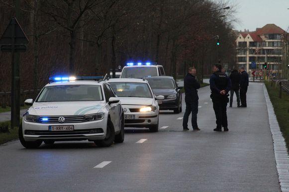 De auto kwam tot stilstand in de Kerkstraat in De Panne. Beelden van kort na de achtervolging.