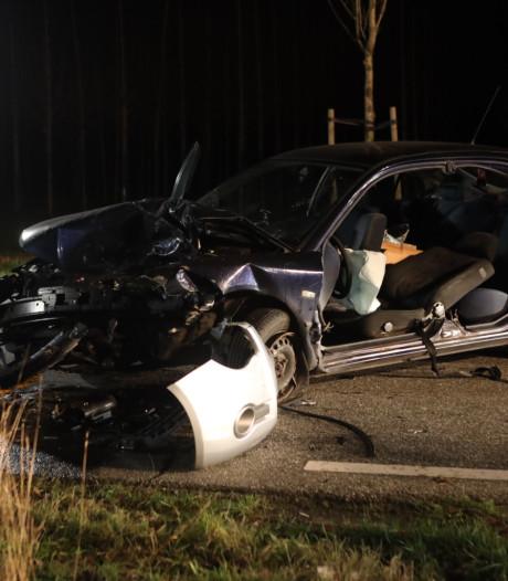 Drie gewonden bij botsing tussen twee auto's in buitengebied Best