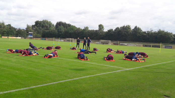 Training van Willem II op het veld in Oisterwijk.
