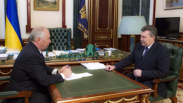 Le président ukrainien Viktor Ianoukovitch (à droite)