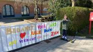 Fien (8) maakt spandoek voor leerkrachten en directeur basisschool Oudenbos