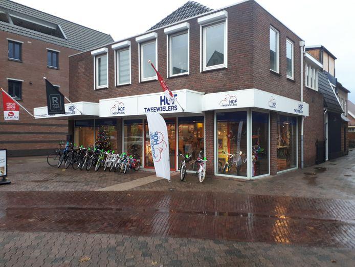 Hof Tweewielers moet het pand in het centrum van Vriezenveen verlaten, onder dwang van de rechter.