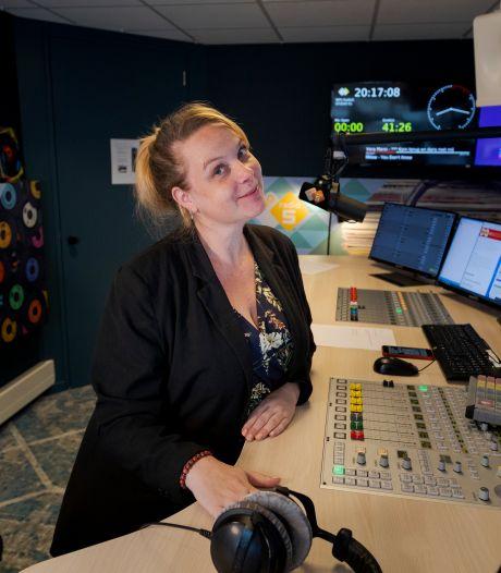 'Nachtzuster' Astrid de Jong uit Kampen wint prijs voor beste nachtprogramma op de radio: 'Baken voor slapelozen en nachtbrakers'